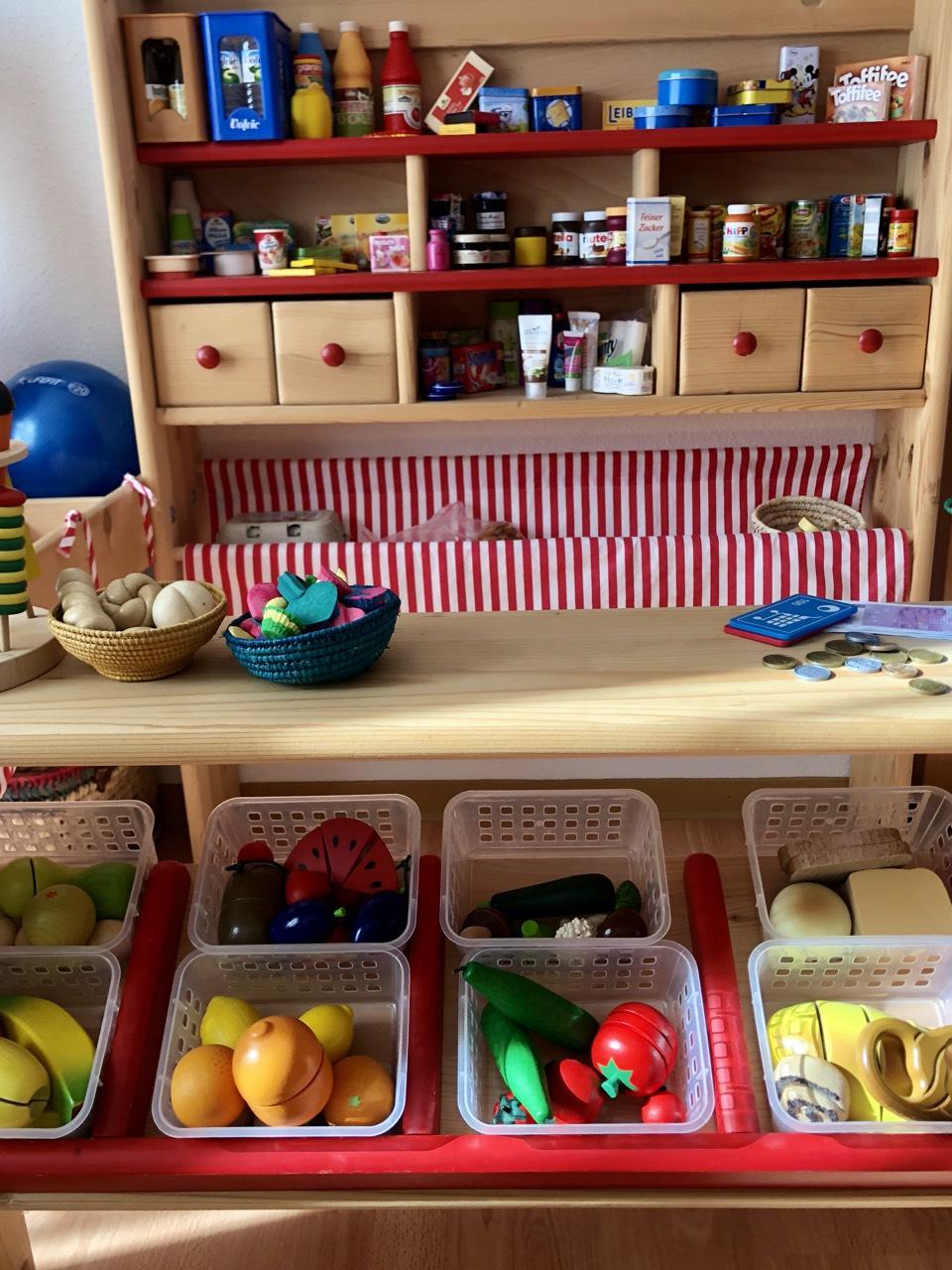 Pinolino Marktstand Lucy - Pinolino Marktstand aus Massivholz